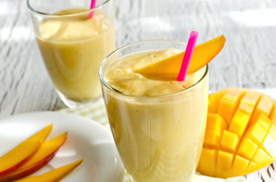 Mango peach smoothie  © saschanti | dollarphotoclub.com