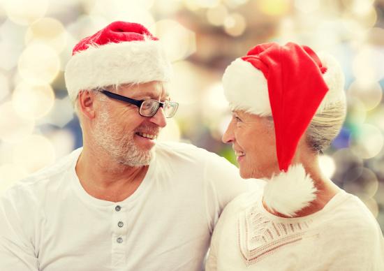 Couple in Santa hats © Syda Productions | dollarphotoclub.com
