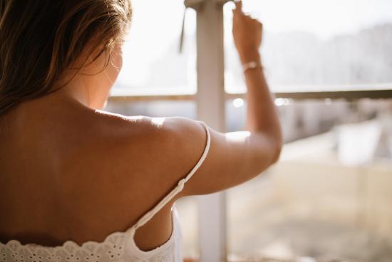 Woman closing window © mihajlockovric   stock.adobe.com