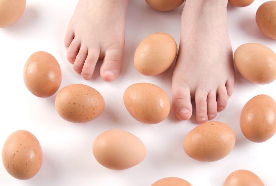 Walking around eggs © fotografiche.eu | stock.adobe.com